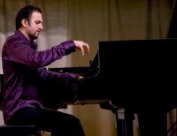 Пианист Вазген Вартанян в Саках