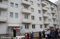 В Саках 50-ти крымскотатарским семьям вручены ключи от квартир, 16 октября 2010
