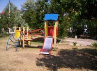 Установка детских площадок в Саках, 26 октября 2010
