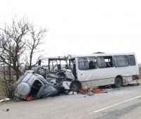 Рейсовый автобус из Сак столкнулся с легковушкой, 11 марта 2013