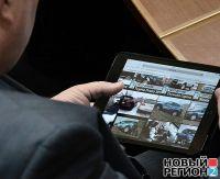 Олег Параскив на заседании парламента выбирал новую машину, 13 февраля 2014