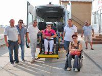 В Саки прибыли два микроавтобуса с подъемниками
