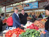 Андрей Ивкин посетил центральный сакский рынок, 2 октября 2015