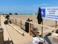 """На БО """"Прибой"""" идет монтаж пляжа для инвалидов, 17 мая 2016"""