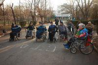 """В """"Бурденко"""" прошла гонка на инвалидных колясках"""
