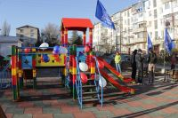 В Саках установили две детские площадки