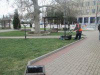 Сакские коммунальщики начинают работы в городском парке