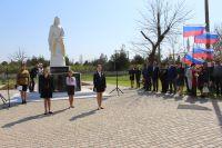 В Саках у мемориала «Скорбящая мать» прошел митинг, 13 апреля 2018