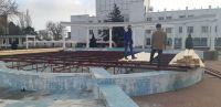 В Саках началась установка городской Ёлки