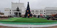 В Саках установили восьмиметровую елку