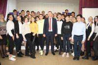 Глава администрации Сак встретился со школьниками
