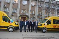 Сакский район получил 2 новых школьных автобуса