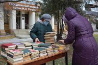 В Саках дарят книги