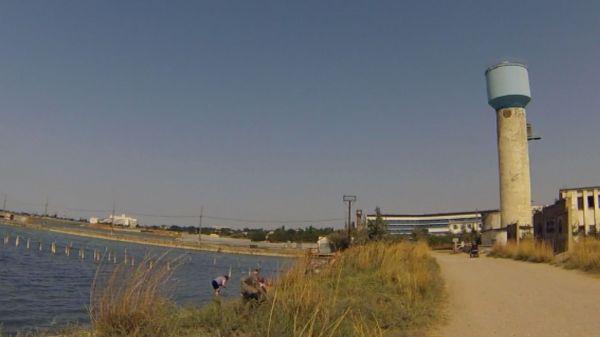 Дамба на сакском соленом озере